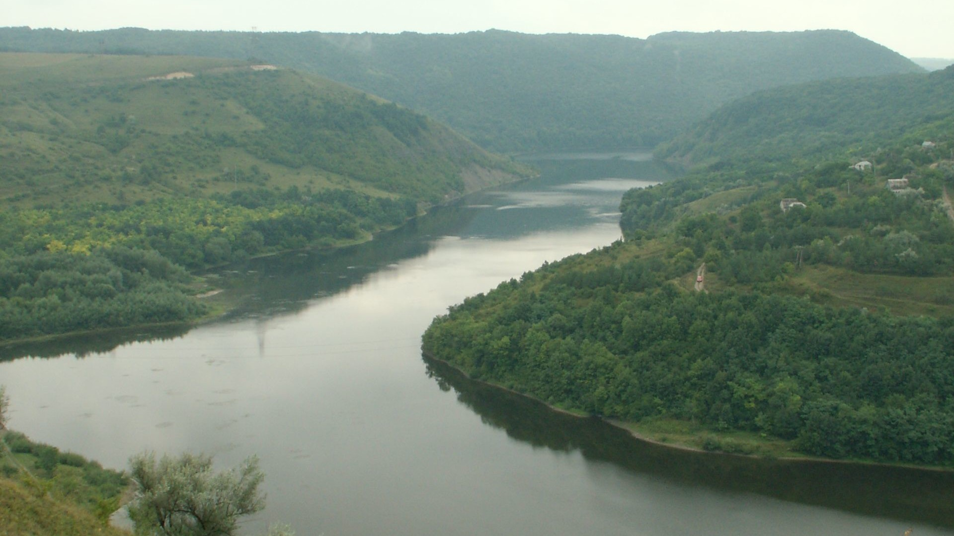 How are lowland rivers from mountainous? Their examples and features 92